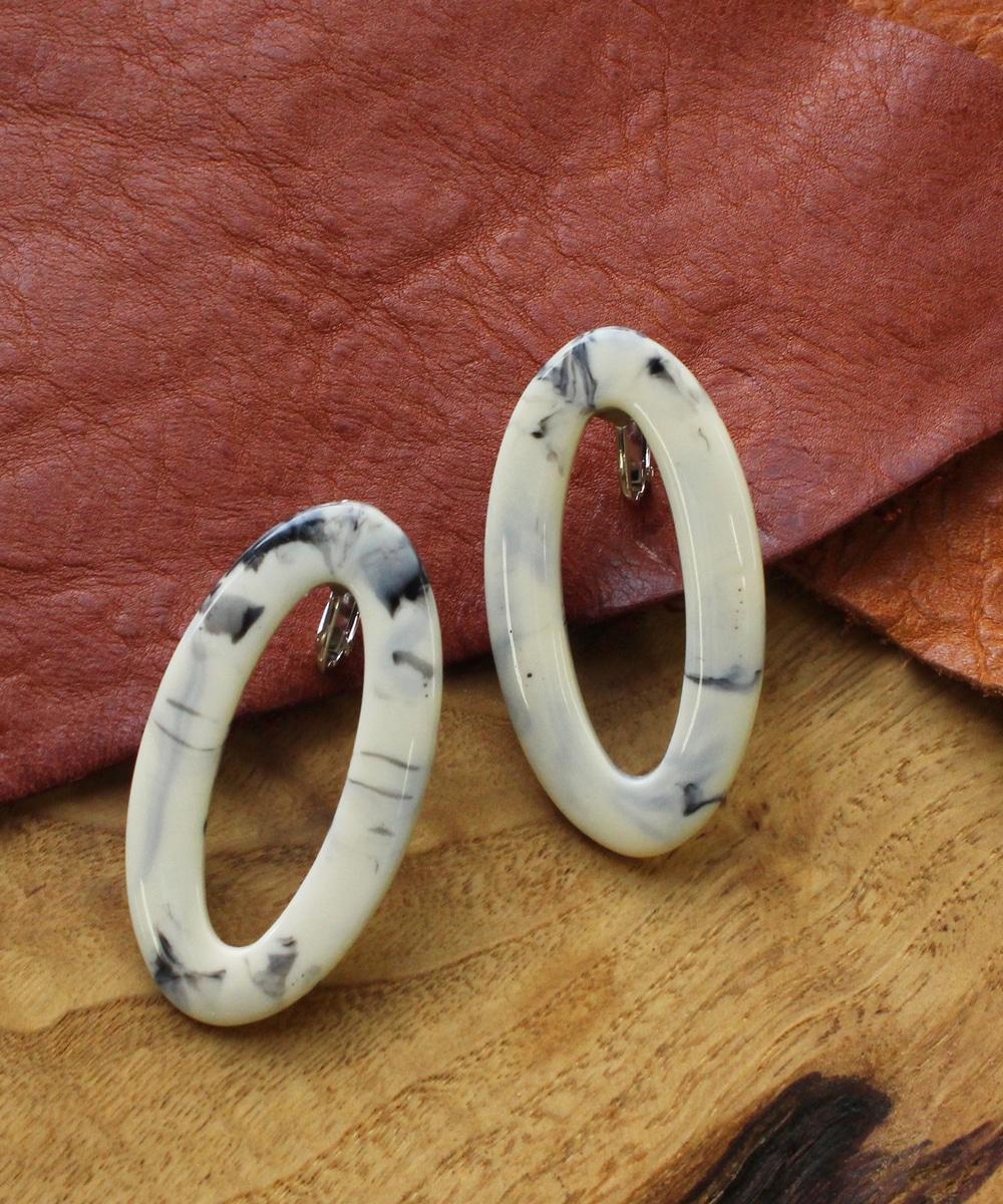 【sfy】oval frame イヤリング ホワイト